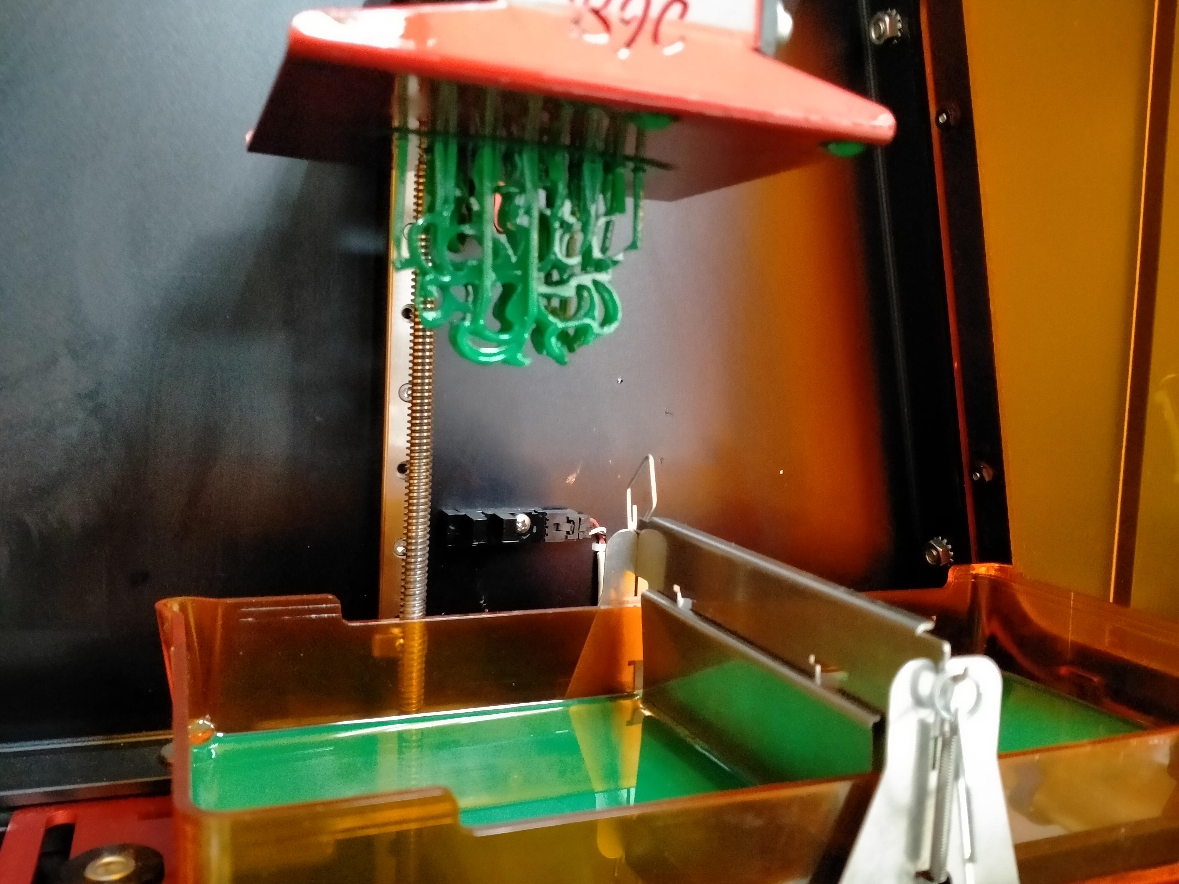 Piezas de joyería en proceso de construcción destinadas a la exposición ALQUIMIA SOMOS TODOS