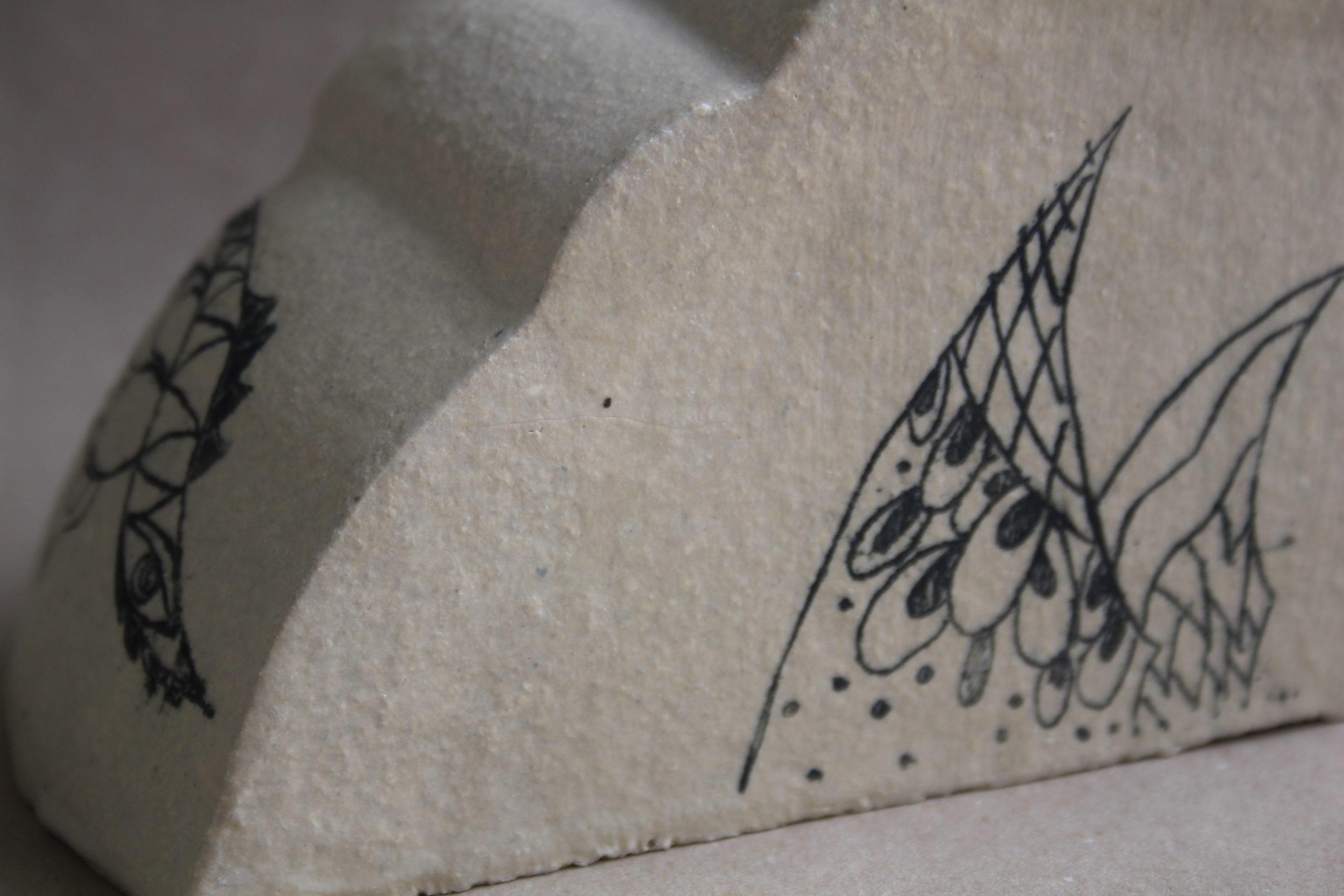 Homenaje a la artista Única Zurn. Pieza escultórica.