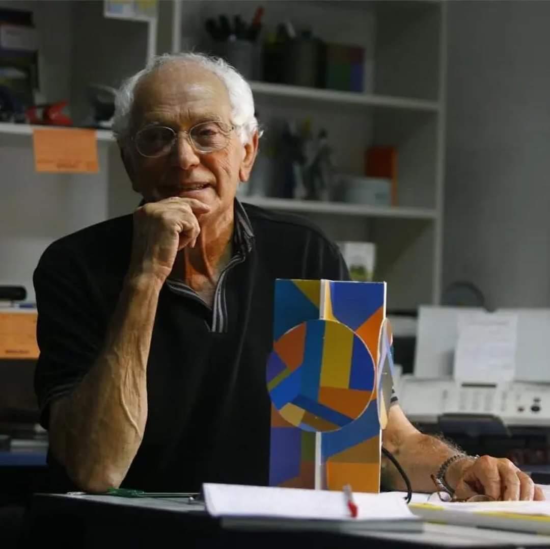 Homenaje a Juan Serrano.